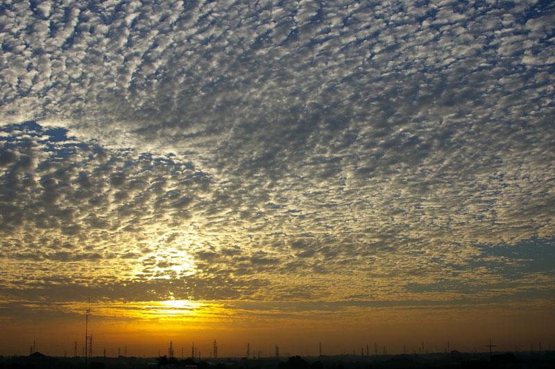 日の出と鱗雲(istDL): ベランダ ...